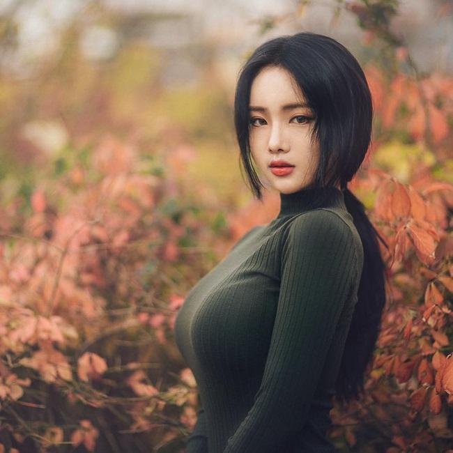 Không khoe da thịt, cô gái vẫn khiến vạn người say vì thân hình gợi cảm - Ảnh 3.