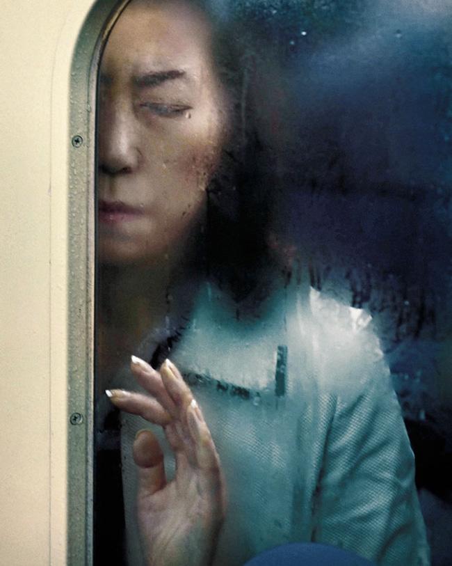 Nỗi chán chường và mệt nhoài với cuộc sống chất đầy chuyến tàu điện Nhật Bản - Ảnh 9.