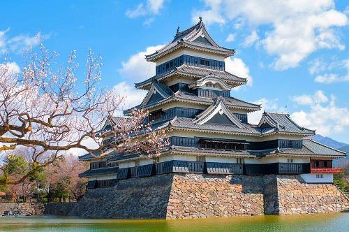 10 tòa lâu đài mang vẻ đẹp cổ tích vượt thời gian nổi tiếng khắp thế giới - Ảnh 9.