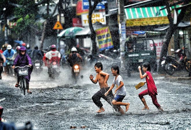 Những bức ảnh tuyệt đẹp này sẽ khiến bạn nhận ra, trong mưa, cuộc đời vẫn dịu dàng đến thế - Ảnh 9.