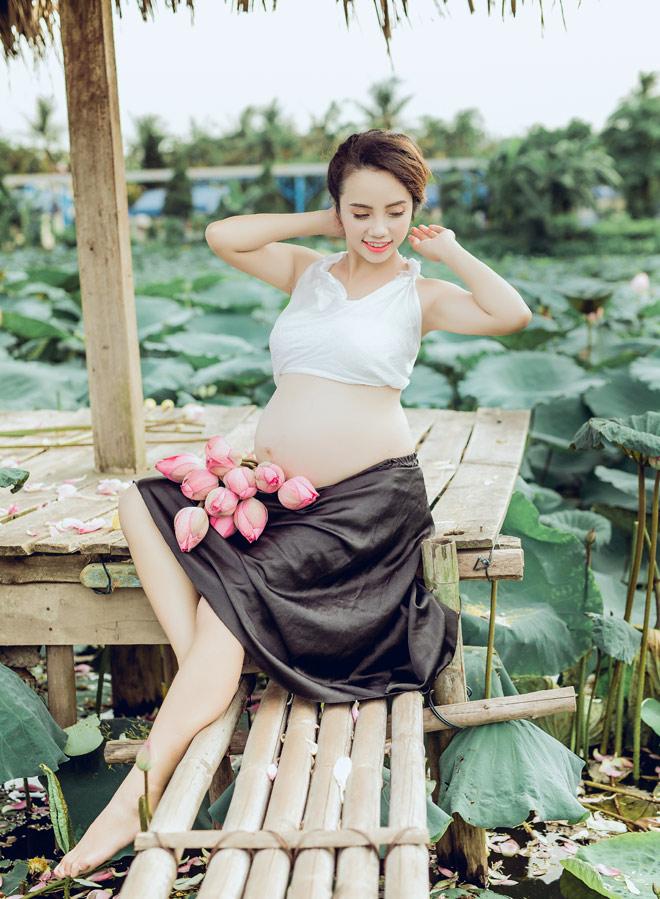 Vác bụng bầu 8 tháng đi chụp ảnh với hoa sen, cô giáo trẻ được khen tấm tắc vì quá xinh - Ảnh 9.