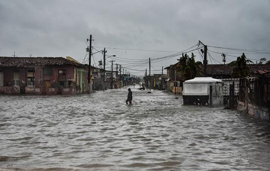 Siêu bão Irma cày nát phía Bắc Cuba, nhăm nhe tấn công Florida  - Ảnh 8.