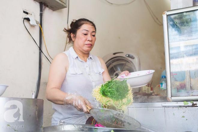 Có một tiệm mì vằn thắn gia truyền 3 đời, ăn là nghiện, không thử là thiệt ở Hà Nội, bạn đã biết chưa? - Ảnh 9.