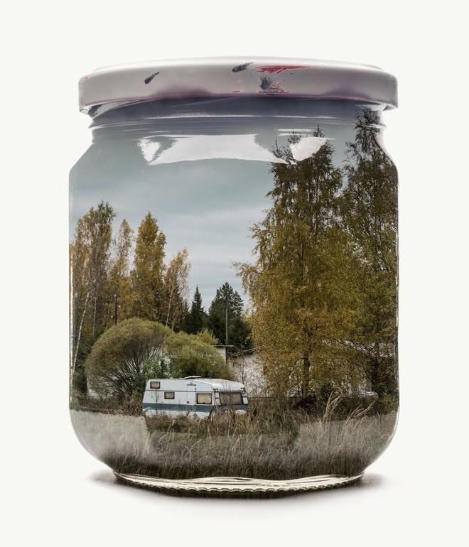 Chiêm ngưỡng bộ ảnh Gom cả thế gian vào lọ thủy tinh của nhiếp ảnh gia Christoffer Relander - Ảnh 9.