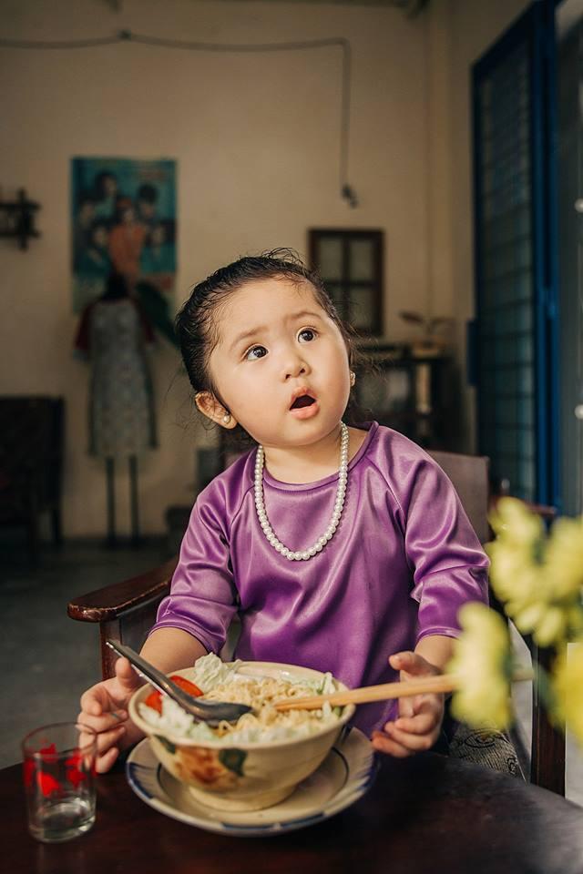 Đây chính là cô Ba Sài Gòn phiên bản 2,5 tuổi cưng hết sảy khiến dân mạng phát cuồng - Ảnh 9.