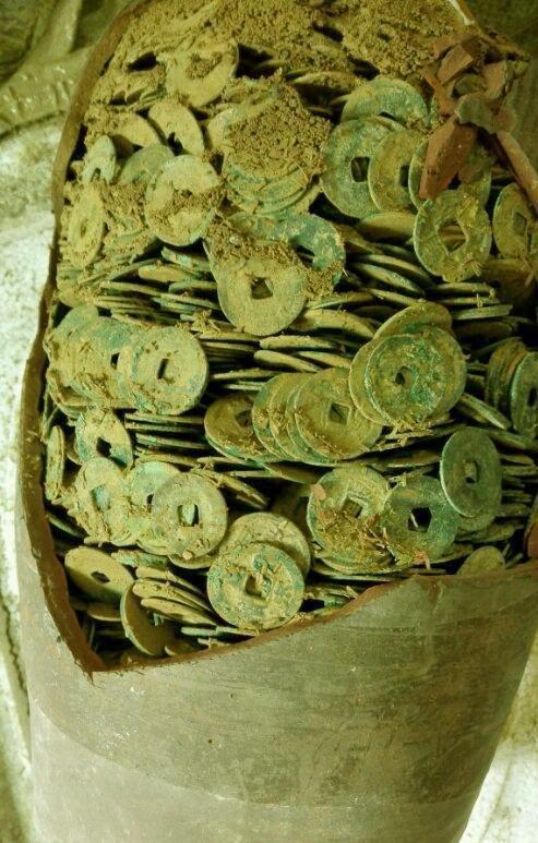 Ngồi nghỉ ở hầm khoai tây, lão nông phát hiện ra cả kho báu mà bấy lâu nay không biết - Ảnh 9.