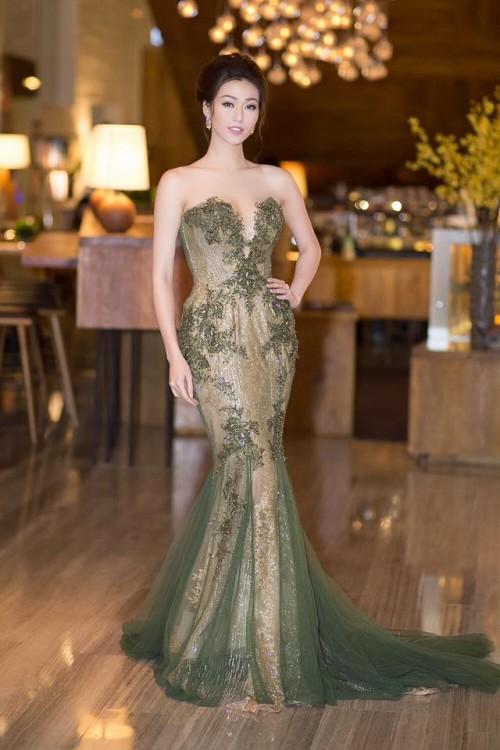 Vượt mặt hoa hậu, á hậu, đây là nữ diễn viên mặc gợi cảm ở mọi thảm đỏ 2017 - Ảnh 9.