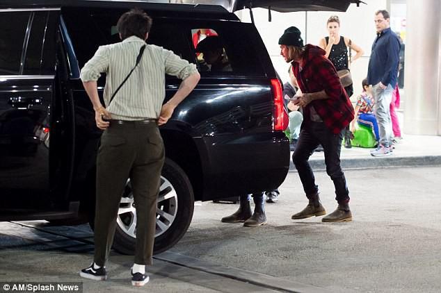 Harper Beckham diện giày 7,2 triệu đồng đi nghỉ mát đón năm mới cùng gia đình - Ảnh 9.