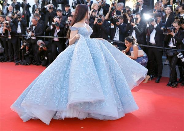 Hành trình 16 năm hóa nữ thần thảm đỏ Cannes của Hoa hậu Aishwarya Rai - Ảnh 41.