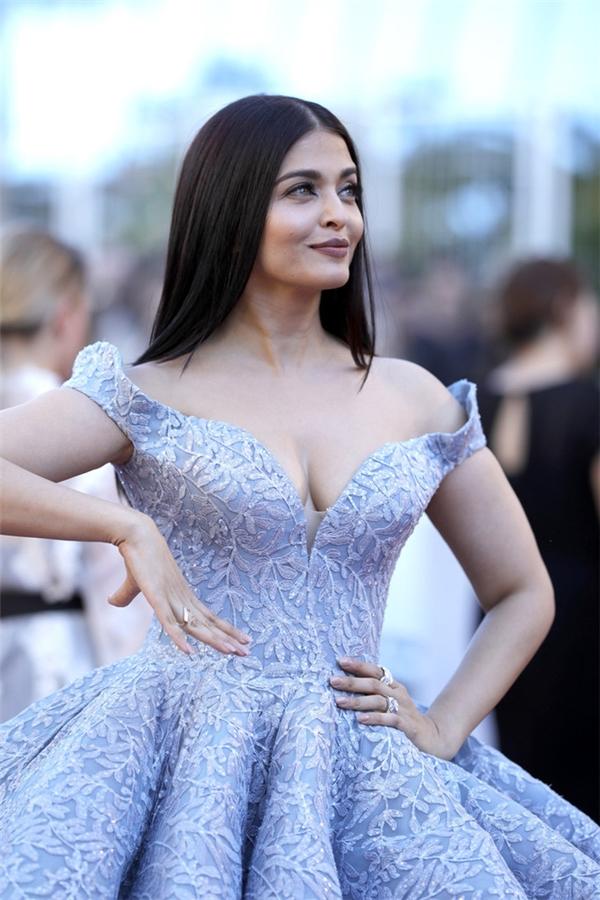 Hành trình 16 năm hóa nữ thần thảm đỏ Cannes của Hoa hậu Aishwarya Rai - Ảnh 42.