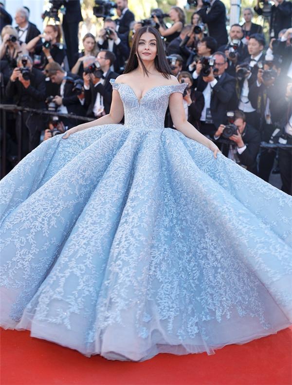 Hành trình 16 năm hóa nữ thần thảm đỏ Cannes của Hoa hậu Aishwarya Rai - Ảnh 43.