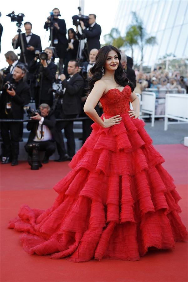 Hành trình 16 năm hóa nữ thần thảm đỏ Cannes của Hoa hậu Aishwarya Rai - Ảnh 44.