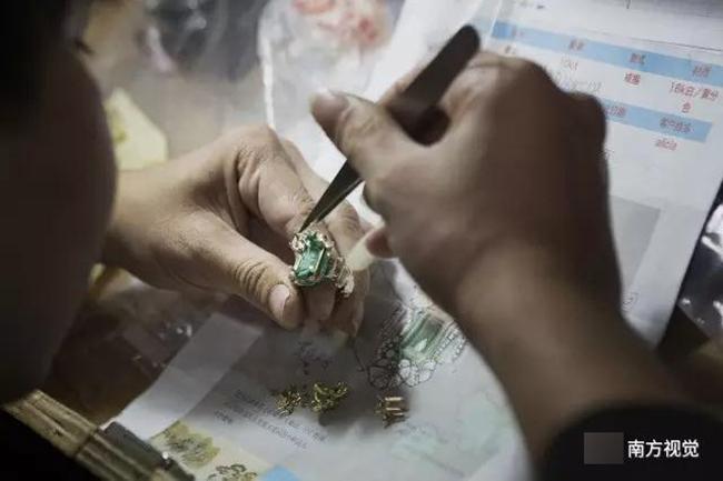 Ngôi làng nhiều vàng bạc châu báu nhất Trung Quốc: Xách túi nilon đựng vàng ròng đi ngoài đường cũng chẳng lo bị cướp - Ảnh 10.