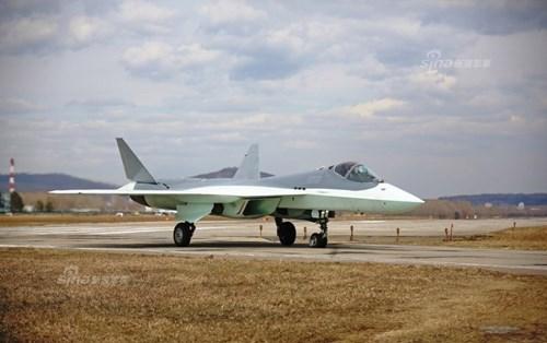 Lộ diện nguyên mẫu mới nhất của siêu tiêm kích Sukhoi T-50 - Ảnh 9.