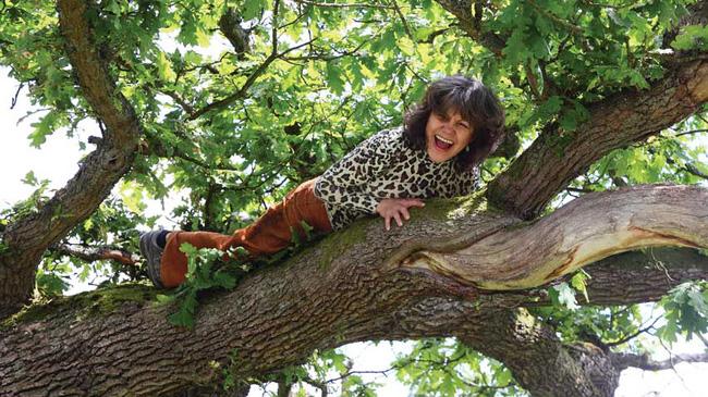 """Cuộc sống bí ẩn của những """"đứa trẻ rừng xanh"""" được thú hoang nuôi dưỡng - Ảnh 10."""