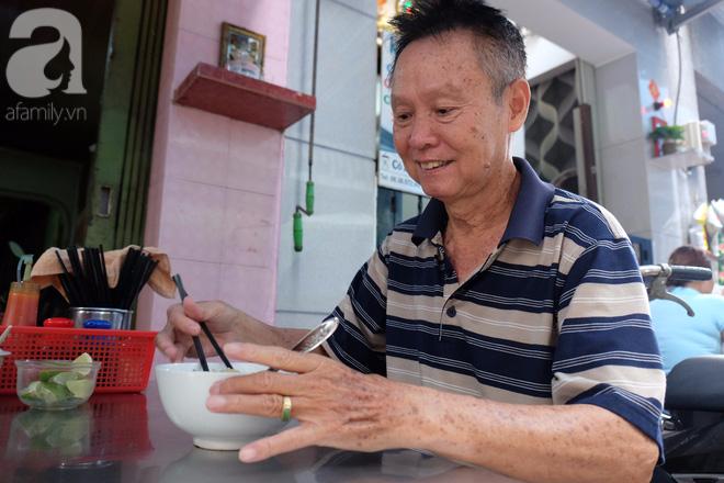 Ở Sài Gòn mà chưa xem xiếc mì, chưa ăn tô sủi cảo Thiệu Ký, bạn vẫn chưa hưởng hết lạc thú chánh hiệu Sài Gòn - Ảnh 10.
