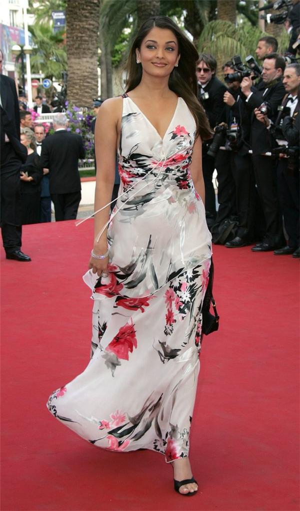 Hành trình 16 năm hóa nữ thần thảm đỏ Cannes của Hoa hậu Aishwarya Rai - Ảnh 5.