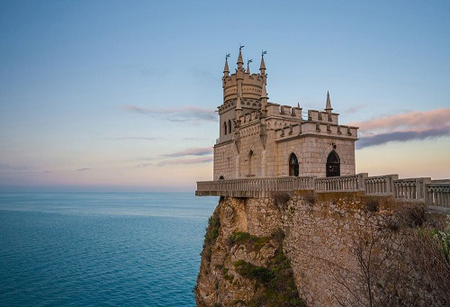 10 tòa lâu đài mang vẻ đẹp cổ tích vượt thời gian nổi tiếng khắp thế giới - Ảnh 10.