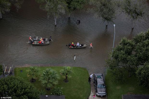 38 người chết và 48.700 ngôi nhà bị phá hủy sau cơn bão Harvey: Đây có thể chưa phải là thống kê thiệt hại cuối cùng - Ảnh 10.