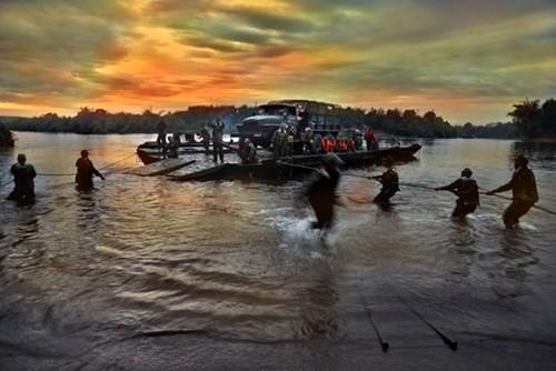 Bảo đảm vượt sông trong diễn tập chiến thuật - Ảnh 10.