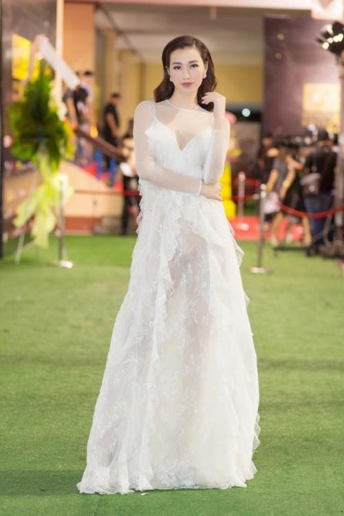 Vượt mặt hoa hậu, á hậu, đây là nữ diễn viên mặc gợi cảm ở mọi thảm đỏ 2017 - Ảnh 10.