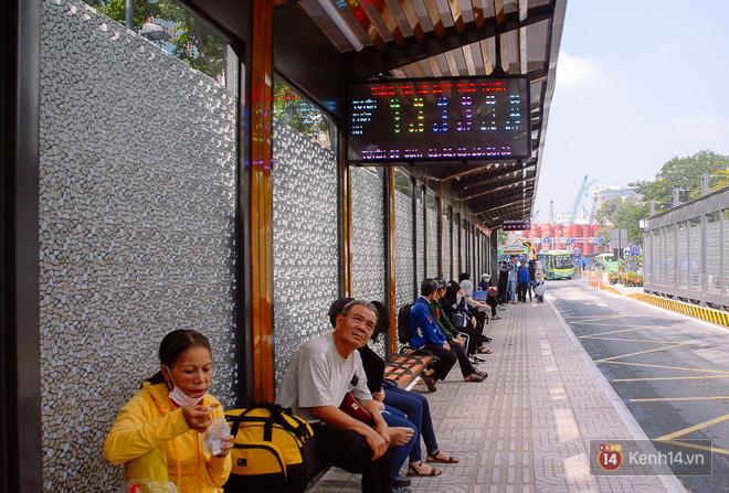 """Cận cảnh trạm xe buýt 8,5 tỷ đồng, """"sang chảnh"""" nhất trung tâm Sài Gòn và có nhà vệ sinh thông minh - Ảnh 10."""