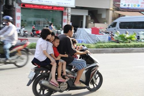 Hình ảnh người phụ nữ trên phố Hà Nội khiến cánh đàn ông tái mặt ái ngại - Ảnh 5.