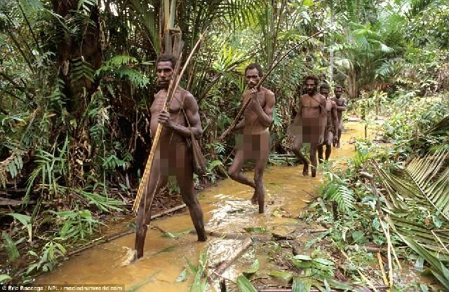 Cận cảnh bộ lạc sống trên cây, cao tới 50m và tách biệt với loài người ngay tại Đông Nam Á - Ảnh 5.