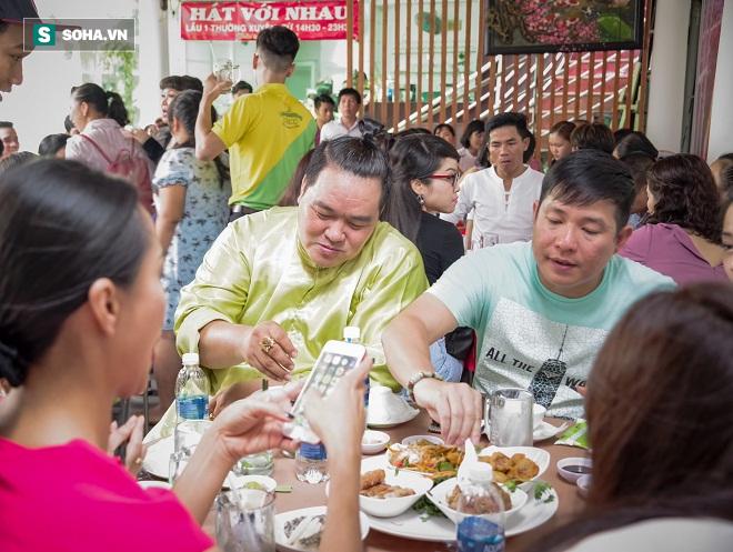 Các nghệ sỹ nổi tiếng Sài Gòn tổ chức lễ cúng Tổ nghề - Ảnh 17.