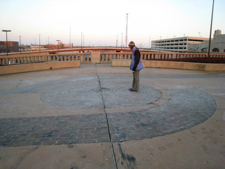 """Vòng tròn kỳ lạ """"trung tâm vũ trụ"""" ở Mỹ, thách thức mọi định luật vật lý của nhân loại - ảnh 2."""