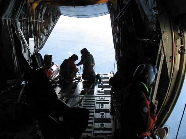 Đáy biển Bắc Cực xuất hiện bí ẩn kỳ quái: Giới khoa học và quân đội thay nhau giải mã - Ảnh 3.