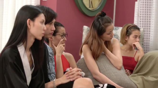 Clip hé lộ chuyện Hồng Xuân bị đánh gẫy mũi sau trong Vietnams Next Top Model - Ảnh 4.