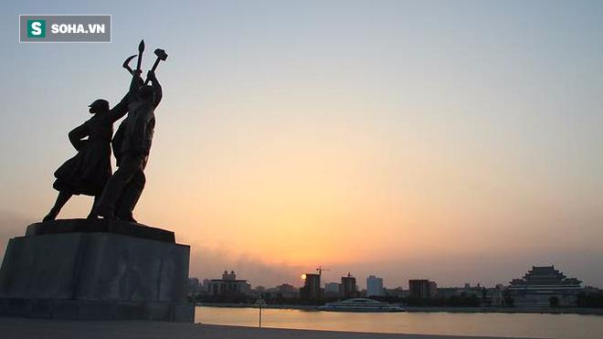 Tiết lộ bí kíp sống an toàn cho người nước ngoài khi ở Triều Tiên - Ảnh 1.