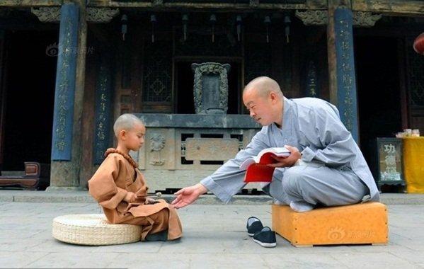 Đem tảng đá rao bán, tiểu hòa thượng bất ngờ với giá trị thật và nhận lại 1 bài học - Ảnh 2.