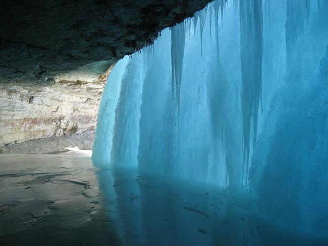 Những thác nước đóng băng đẹp hiếm thấy trên thế giới - Ảnh 3.