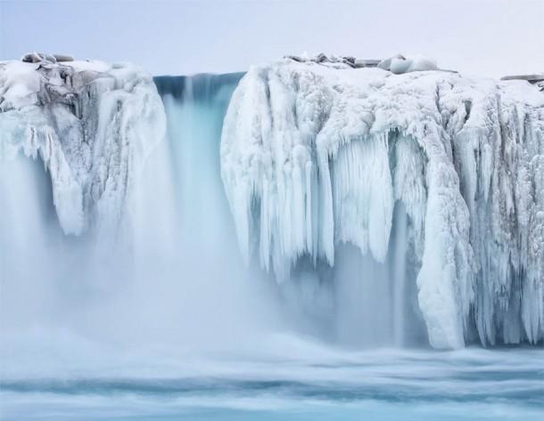 Những thác nước đóng băng đẹp hiếm thấy trên thế giới - Ảnh 5.