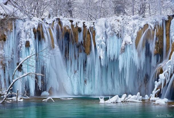 Những thác nước đóng băng đẹp hiếm thấy trên thế giới - Ảnh 6.