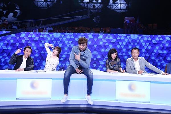 Nghi vấn Trấn Thành để lộ đáp án, giúp Hari Won thắng show Người bí ẩn - Ảnh 1.