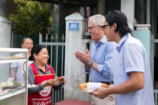 Xe bánh mỳ vỉa hè phục vụ Thủ tướng Úc thay đổi bất ngờ - Ảnh 1.