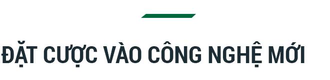 """Chủ tịch FPT Software Hoàng Nam Tiến: """"Nếu cứ phân tích SWOT như các bạn Tây thì không công ty Việt Nam nào dám bước ra khỏi biên giới"""" - Ảnh 9."""