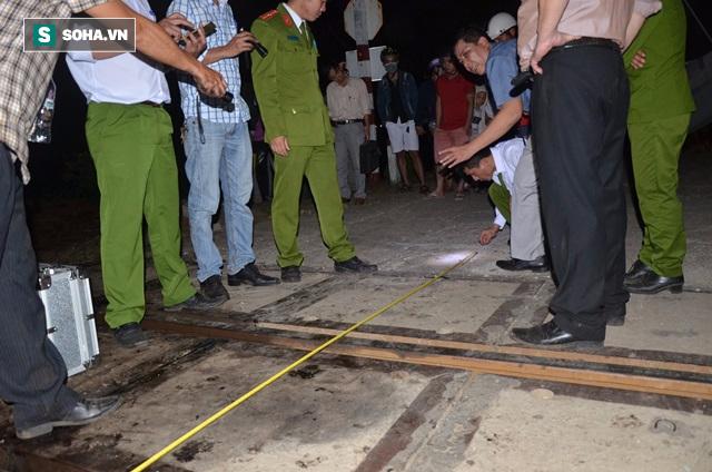 Hàng trăm người thức trắng đêm thông tuyến đường sắt sau tai nạn - Ảnh 1.