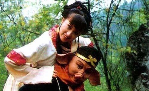 Trư Bát Giới tham lam của Tây Du Ký lại lấy vợ trẻ đẹp, sống giàu sang nhờ con trai tỷ phú - Ảnh 1.