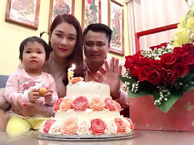 Vợ 8x xinh đẹp của Tự Long: Đã hết cảnh chăm con mòn mỏi chờ chồng tập Táo quân 2017 - Ảnh 1.