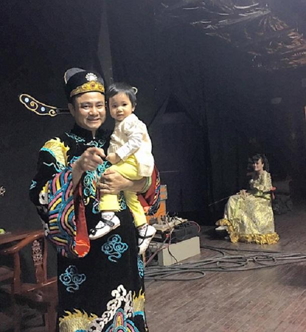 Vợ 8x xinh đẹp của Tự Long: Đã hết cảnh chăm con mòn mỏi chờ chồng tập Táo quân 2017 - Ảnh 5.