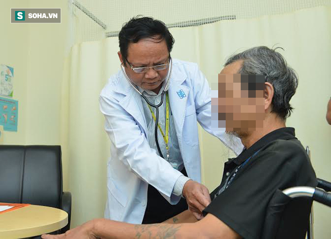Suýt tử vong vì viêm phổi mà tưởng bị cảm: BS cảnh báo những dấu hiệu không nên xem thường - Ảnh 1.