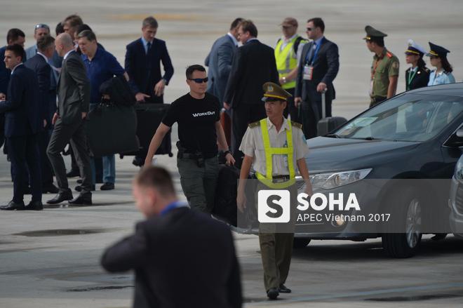 Đặc vụ Nga mang theo vali hạt nhân hộ tống Tổng thống Putin xuống sân bay Đà Nẵng - Ảnh 4.
