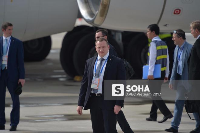Đặc vụ Nga mang theo vali hạt nhân hộ tống Tổng thống Putin xuống sân bay Đà Nẵng - Ảnh 5.