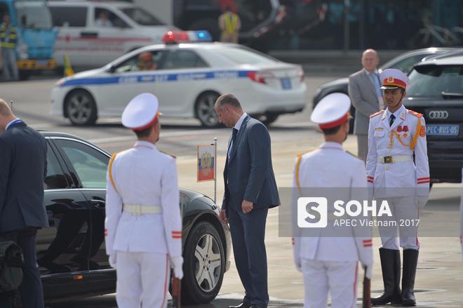 Đặc vụ Nga mang theo vali hạt nhân hộ tống Tổng thống Putin xuống sân bay Đà Nẵng - Ảnh 2.