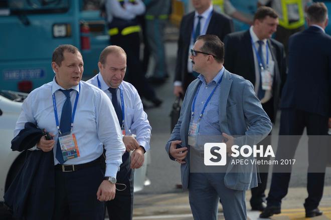 Đặc vụ Nga mang theo vali hạt nhân hộ tống Tổng thống Putin xuống sân bay Đà Nẵng - Ảnh 6.