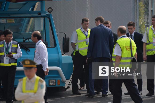 Đặc vụ Nga mang theo vali hạt nhân hộ tống Tổng thống Putin xuống sân bay Đà Nẵng - Ảnh 3.